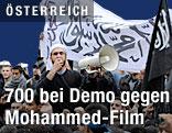 Demonstranten vor der US-Botschaft in Wien