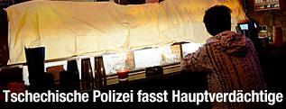 Verhüllte Alkoholflaschen in einer tschechischen Bar