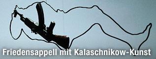 Kunstinstallation mit AK-47