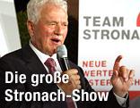 Der Industrielle Frank Stronach während einer Pressekonferenz