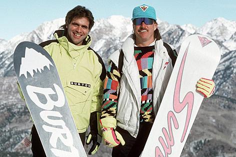Tom Sims und Jake Burton mit Snowboard