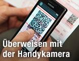 Handy fotografiert QR-Code