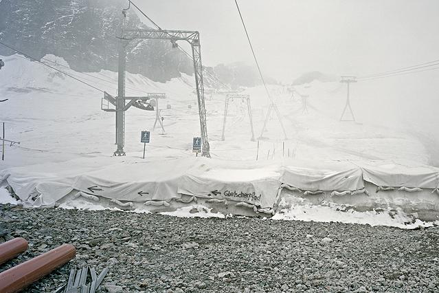 """Gletscherpfad, Stubaier Gletscher, Stubaital, Juli 2010 aus der Ausstellung """"Intensivstationen. Alpenansichten von LoisHechenblaikner"""""""