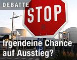 Stoppschild vor dem deutschen AKW Biblis