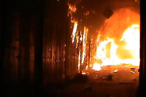 Feuer wütet im Marktgebiet in Aleppo
