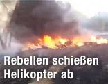 Abgestürzter Helikopter brennt