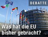 Fahnen vor dem eruopäischen Parlament in Straßburg