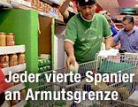 Spanier beim Einkaufen