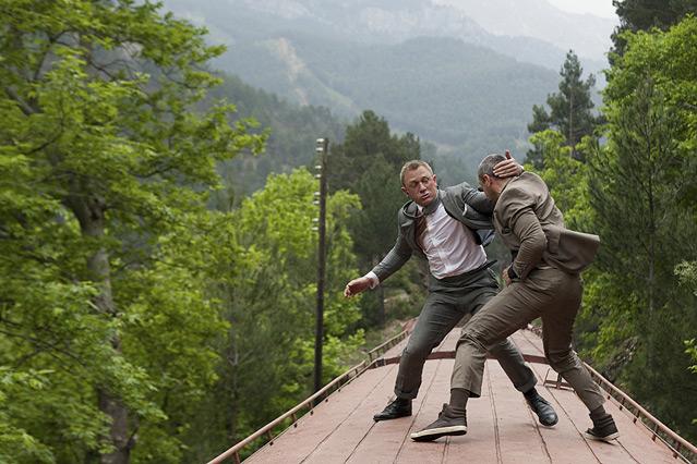 """Szene aus dem neuen James Bond """"Skyfall"""", James Bond liefert sich einen Fauskampf mit einem Widersacher"""