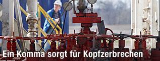 Polnischer Arbeiter bei einer Schiefergasförderanlage