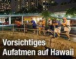 Menschen am Hafen in Honolulu