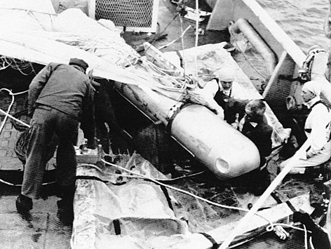 Archivfoto: Die vierte, aus dem Mittelmeer geborgene Atombombe