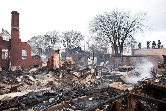 Abgebrannte Häuser im Stadtteil Breezy Point im Bezirk Queens, New York