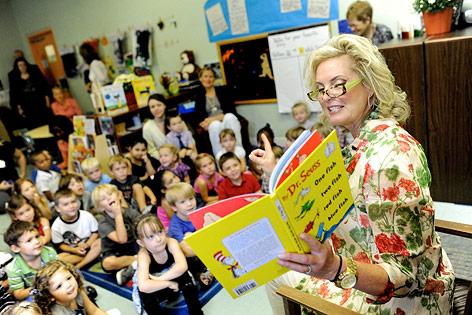 Ann Romney beim Besuch einer Schule