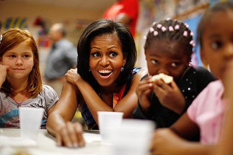 Michelle Obama beim Besuch einer Schule