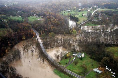 Über die Ufer getretener Fluss Potomac in Loudon County (US-Bundesstaat Virginia)