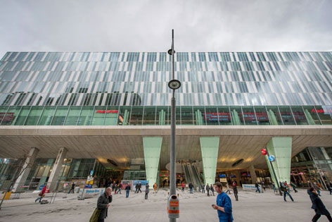 """Blick auf die Front der neueröffneten """"Mall"""" in Wien Mitte"""