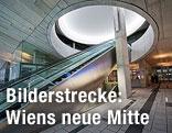 Rolltreppen im Eingangsbereich von Wien Mitte