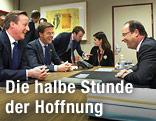 Frankreichs Präsident Francois Hollande, der britische Premierminister David Cameron und der niederländische MInisterpräsident Mark Rutte während den Verhandlungen