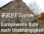"""Haus mit der Aufschrift """"Free Scotland"""""""
