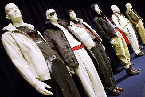Schaufensterpuppen tragen Mode aus Fleece