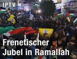 Jubelnde Menschen auf den Straßen von Ramallah