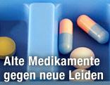 Tabletten in einer blauen Dose
