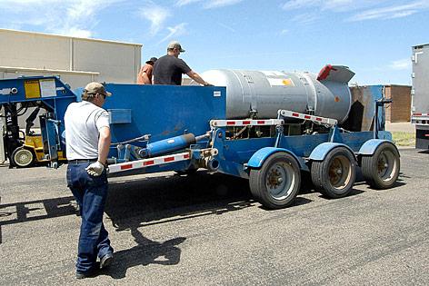 B53-Atombombe auf einem Transportwagen
