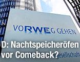Schild mit Firmenlogo von RWE