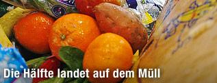 Obst auf einer Müllhalde