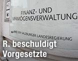 """Schild mit Aufschrift """"Finanz- und Vermögensverwaltung"""""""