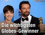 Die beiden Schauspieler Anne Hathaway und Hugh Jackman mit ihren Golden Globes