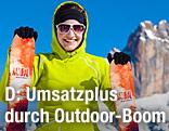 Skifahrerin in gelber Outdoorjacke