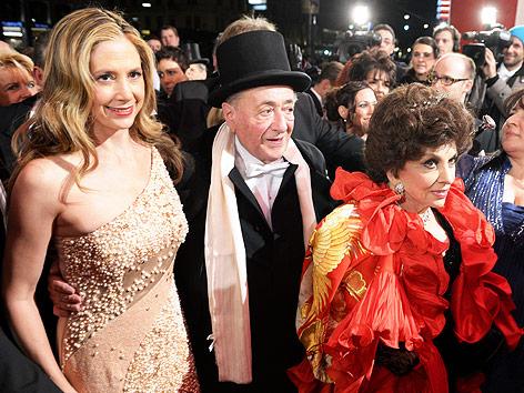 Die Schauspielerinnen Mira Sorvino und Gina Lollobrigida mit Baumeister Richard Lugner