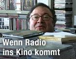 """Regisseur Nicolas Philibert im Film """"La maison de la radio"""""""