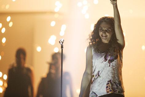 Song-Contest-Kandidatin Natália Kelly jubelnd