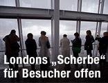 """Besucher von """"The Shard"""" in London genießen die Aussicht"""