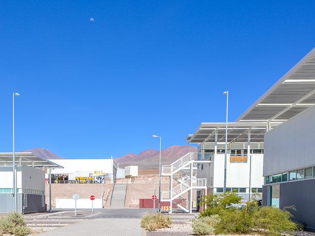 Teleskope in der chilenischen Atacama-Wüste
