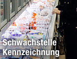 Tiefkühlabteilung im Supermarkt