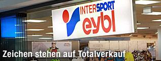 Eingang einer Sport-Eybl-Geschäftsstelle