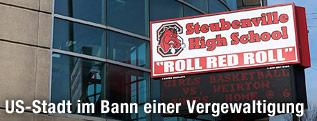 """Schild mit der Aufschrift """"Steubenville High School"""""""