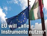 EU-Fahne neben der ungarischen Fahne