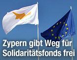 Europäische und zypriotische Fahne