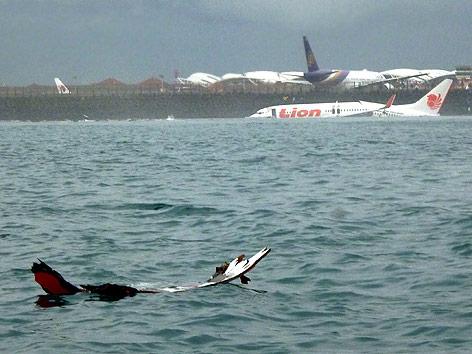 Flugzeug im Wasser