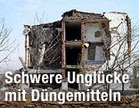 Abgerissene Hausfassade nach einer Explosion