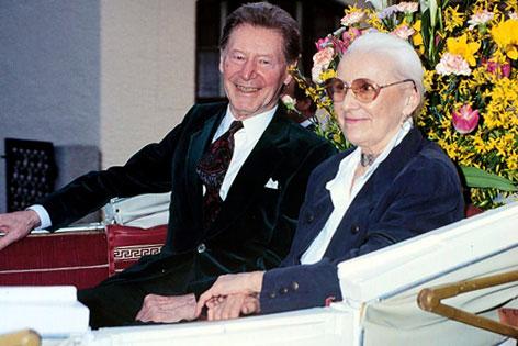 Josef Meinrad bei seinem letzten öffentlichen Auftritt im Sommer 1993 mit Gattin Germaine