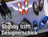 Schuhe bei der Tauschbörse im Wiener Hilton