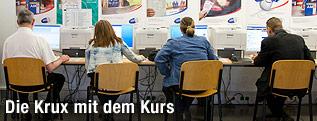 Menschen vor Computern