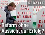 Grabsteine bei Anti-Waffenkampagne