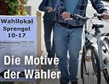 Wähler auf dem Weg zur Stimmabgabe in Salzburg